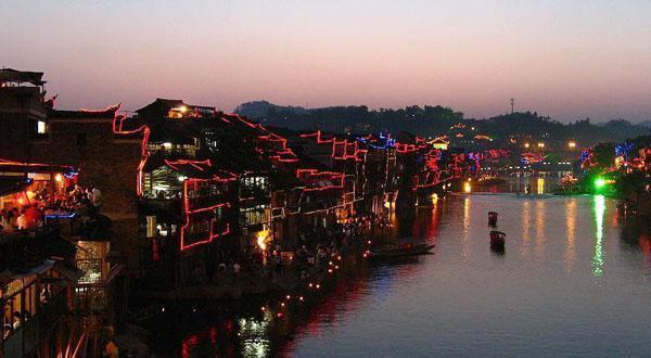 凤凰古城夜景图