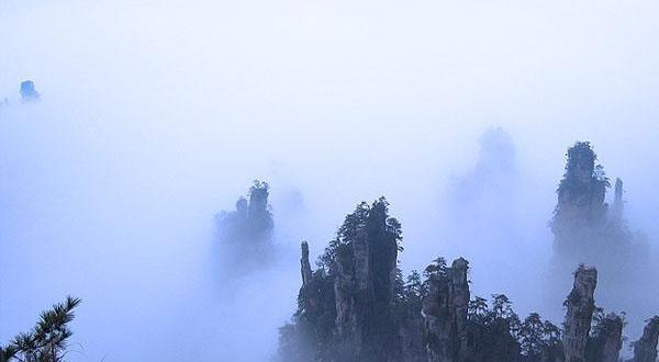 (唯美湘西)张家界森林公园黄龙洞天门山玻璃栈道芙蓉镇凤凰古城双飞5日游