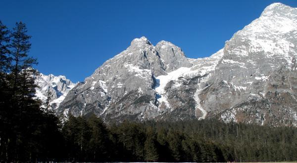 玉龙雪山雪景