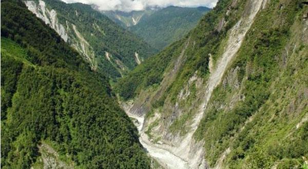 雅鲁藏布大峡谷风光