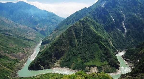 雅鲁藏布大峡谷风景