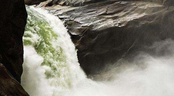 雅鲁藏布大峡谷瀑布1