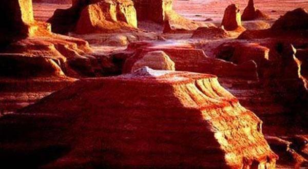 库木塔格沙漠、吐鲁番、天山天池双飞5日游