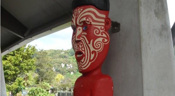 毛利人的木雕
