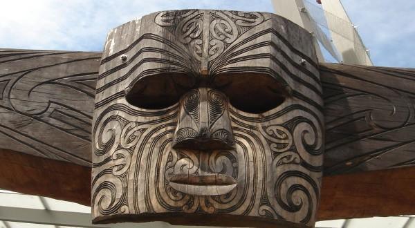 毛利人的木雕像