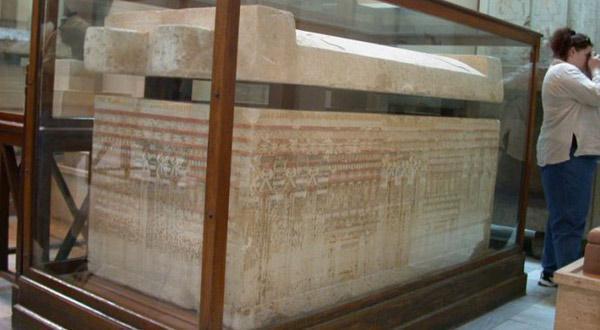 埃及博物馆雕刻精细的石棺