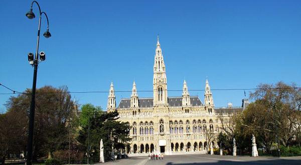 维也纳议市政厅是典型的新哥特式建筑