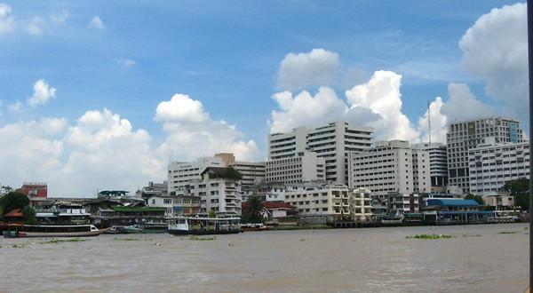 湄南河岸边