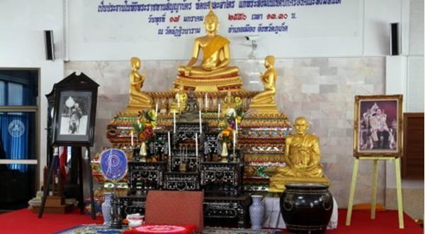 庆祝庙内佛像