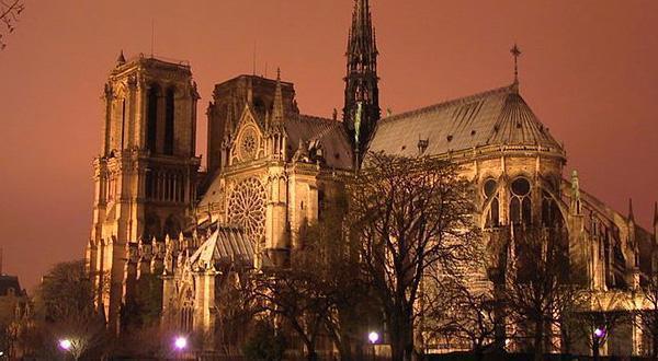 巴黎圣母院夜晚