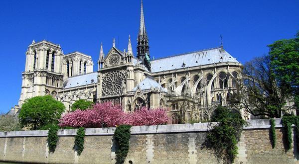 巴黎圣母院背景