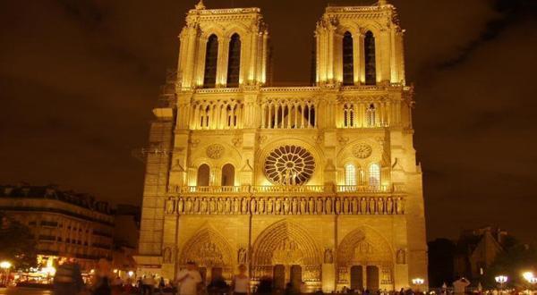 巴黎圣母院夜景