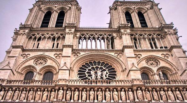 巴黎圣母院近景