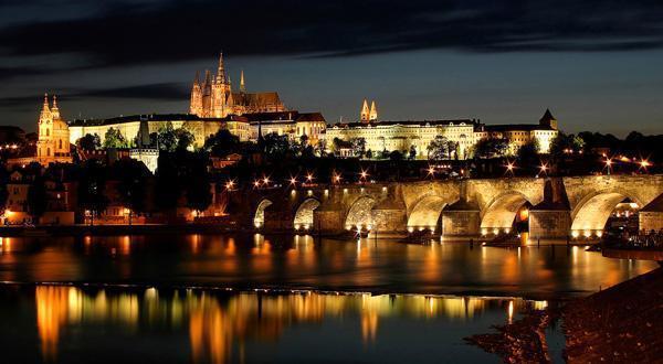 布拉格城堡夜景