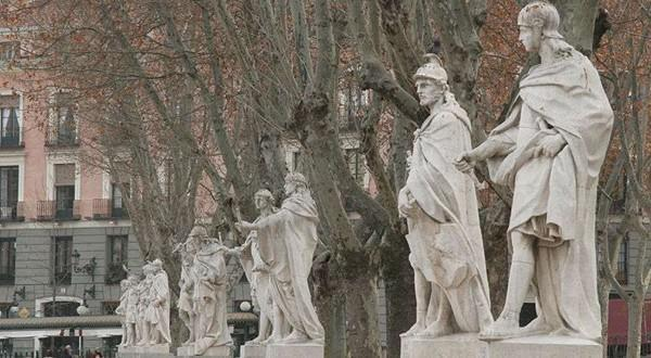马德里皇宫雕像