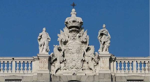 马德里皇宫塑像