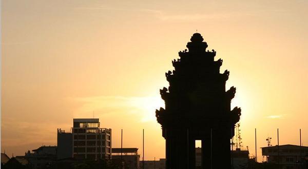 夕阳下的独立纪念碑