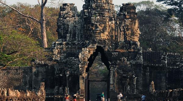 尊享柬埔寨三飞五天四晚(金进吴出)