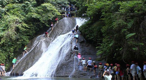 古东森林瀑布风景