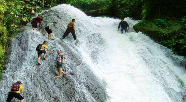 古东森林瀑布景观