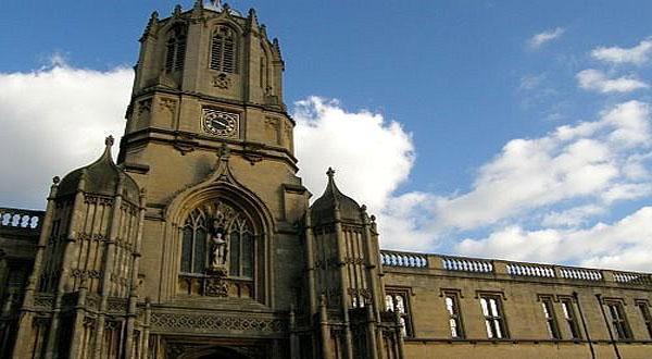 牛津大学基督教会学院外观图