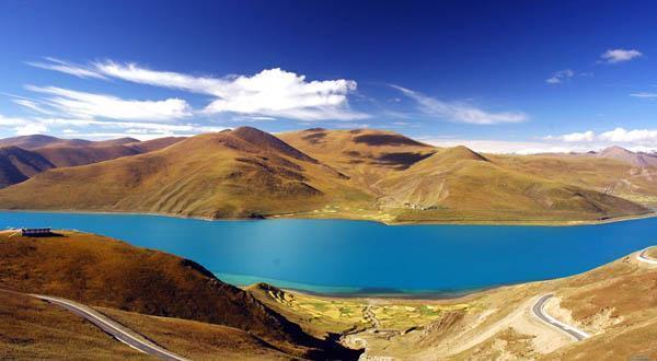 羊卓雍湖自然风景图