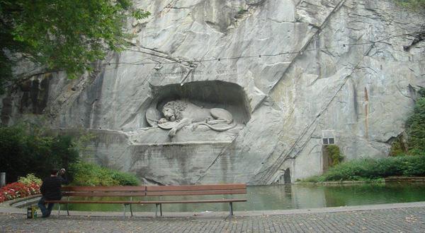 狮子纪念碑远景