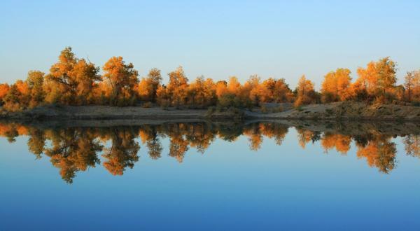 天山大峡谷 胡杨林公园 吐鲁番 天山天池 南疆摄影双飞8日游