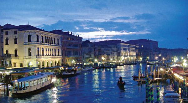 维罗纳水上夜景