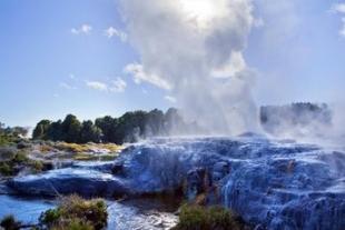 瓦卡地热喷泉