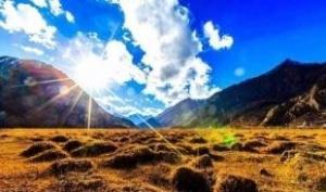 西安拉萨林芝雅鲁藏布大峡谷巴松措鲁朗林海羊湖动卧往返9日游