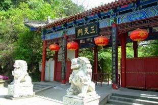 安康瀛湖、香溪洞全景大巴二日游
