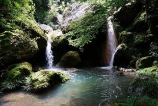 雁山瀑布、饶峰驿站、汉江三峡二日游【车辆消毒】